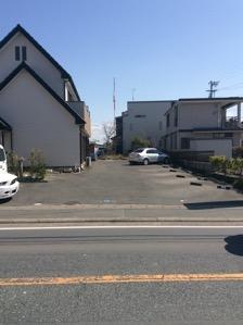 3.民家の向かいが駐車場です。